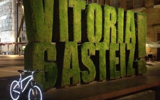 Vitoria se sube a la cargobike de 30 días en bici en 2016