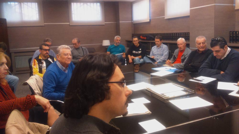 Foto de asamblea informativa de la FECT - 30 Días en Bici