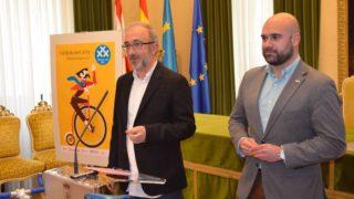 Carlos R. habla en el Ayuntamiento de Gijón de 30 Días en Bici 2018 - 30 Días en Bici