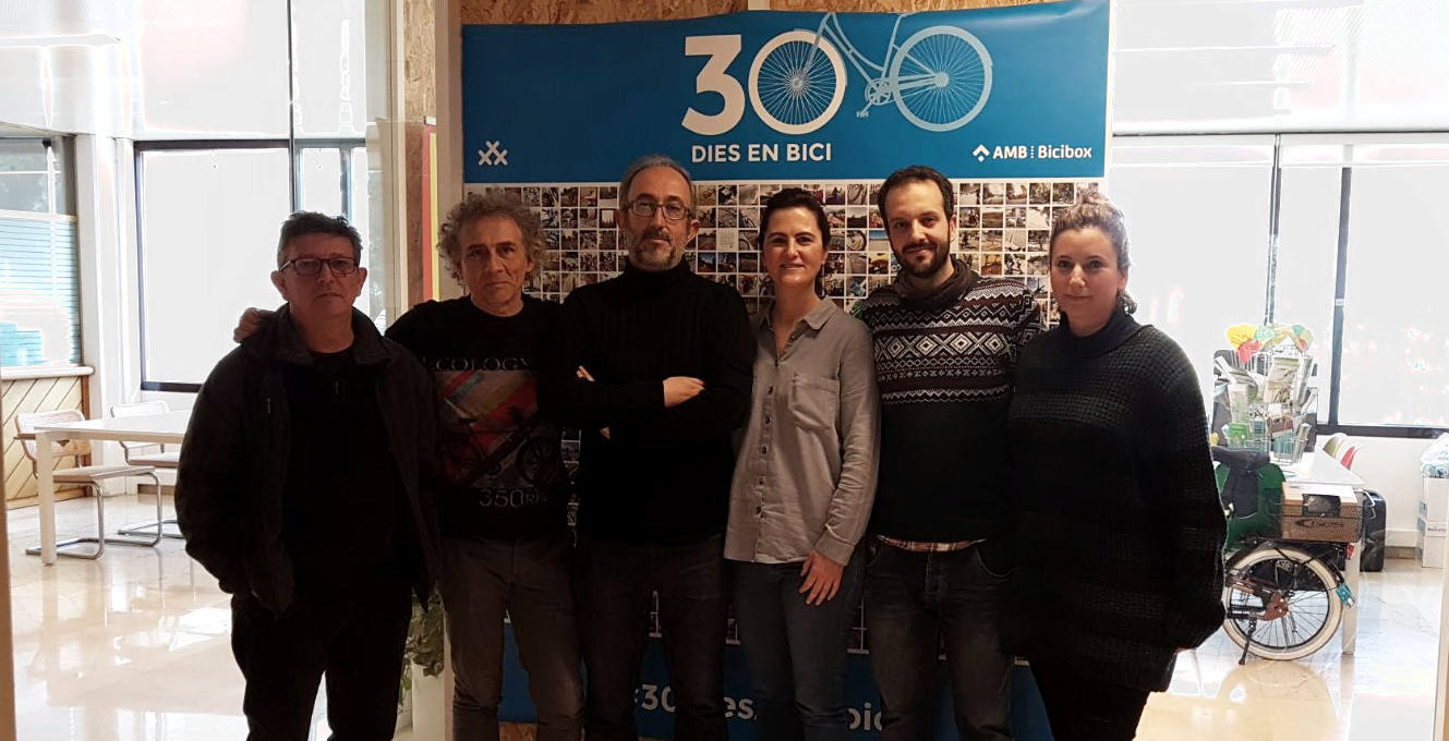 Carlos R en la sede de la AMB y oficinas de RCxB en Barcelona - 30 dias en bici
