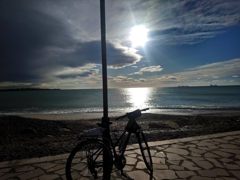 Valencia - María Angélica Tuozzo Giménez - Mi bici y el mar