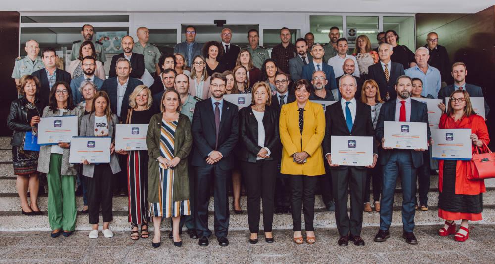 Foto de familia autoridades y galardonados con el sello movilidad segura al trabajo 2019